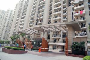 gaur city greater noida west